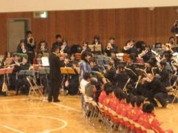 生徒さんたちからクリスマスソング演奏のプレゼント。